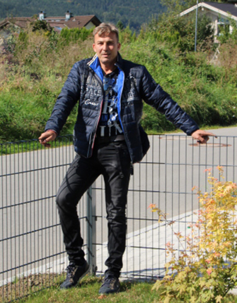 Manfred Rippl - Manis Events -Salzburg Anthering - vermietung von Hupfburgen - Verleih von Bungerunning und Actionspielen